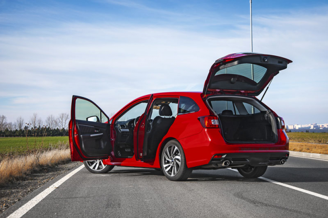"""Subaru Levorg představuje dokonale univerzální automobil kombinující praktičnost s velmi kvalitními jízdními vlastnostmi. Levorg byl ostatně vždy synonymem fráze """"podvozek rychlejší než motor"""". Příchod slabšího nepřeplňovaného čtyřválce tuto vlastnost ještě dále zdůraznil"""