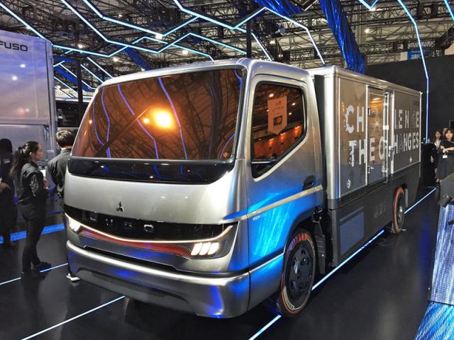 Fuso Vision F-Cell je konceptem střední třídy, jenž dále potvrzuje dominanci japonských firem vzavádění vodíkových článků do užitkových vozidel