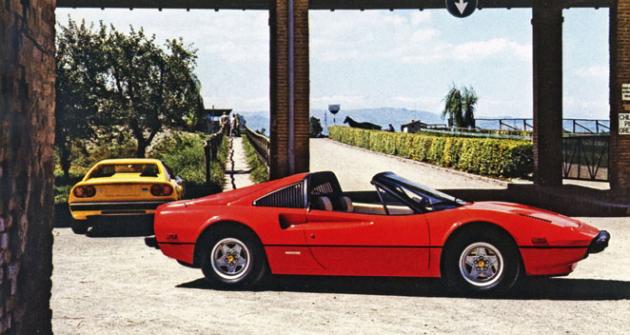 Ferrari 308 GTB a otevřená verze GTS byly prvními vozy se značkou Ferrari, jež poháněly motory V8 uložené napříč vzadu