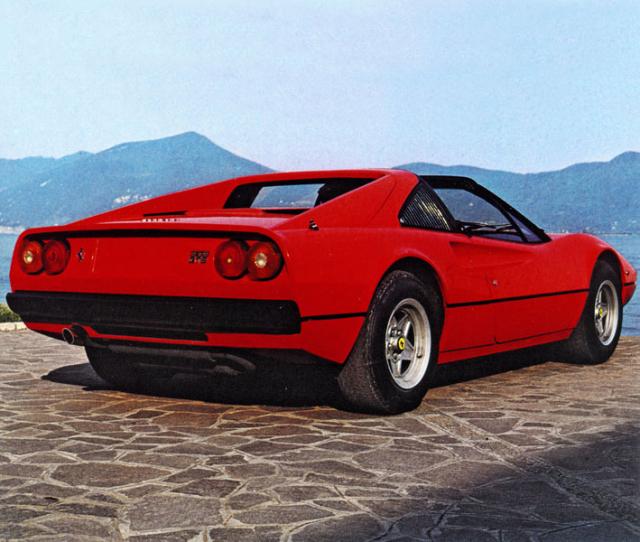 Ferrari 308 GTS má snímací panely střechy, které lze uložit ve voze