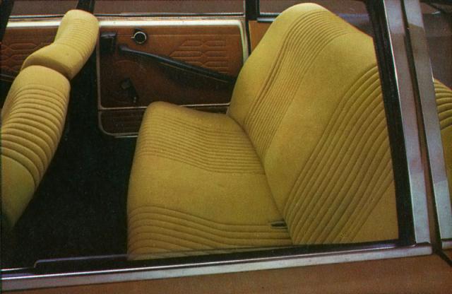 Před zadními sedadly bylo hodně místa