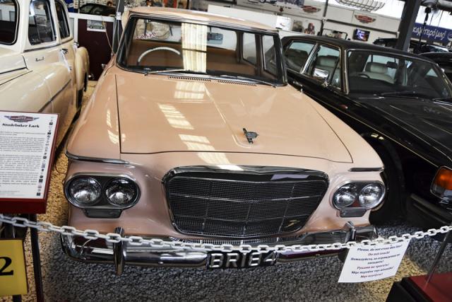 Kompaktní Studebaker Lark (1962) vyráběl konglomerát Studebaker-Packard v letech 1959 – 62. To se již nad jejich značkami stahovaly černé mraky. Výroba typu Lark skončila právě roku 1962