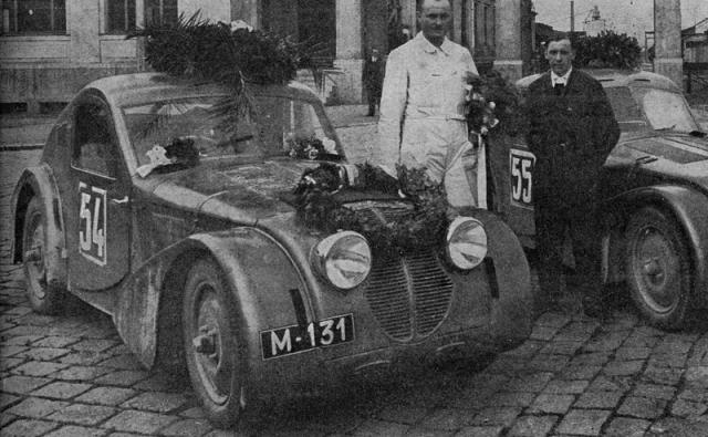 Kupé Z 4 a pánové Mamula (vlevo) a Mašek po závodě 1000 mil v červnu 1934