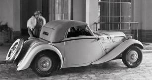 Dvoumístný kabriolet Z 4 třetí série s karoserií od brněnské firmy Plachý (1934)