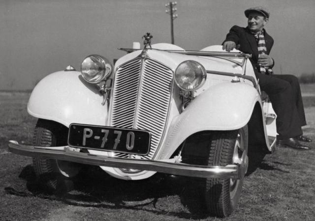Král komiků Vlasta Burian se svým oblíbeným roadsterem Z 4 ročníku 1935