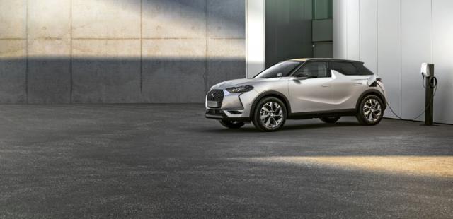 DS 3 Crossback E-Tense je stylovým elektrickým SUV se zcela dostačujícím dojezdem 320 km (podle metodiky WLTP)
