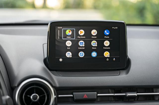 Nový multimediální systém dokáže zrcadlit telefon jak prostřednictvím funkce Android Auto (na snímku), tak Apple CarPlay