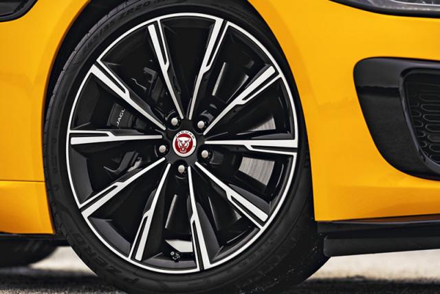 Základem jsou 18palcová kola, ale vnabídce je i řada 20palcových ráfků, včetně nových designů ve dvoubarevném provedení