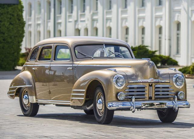 Stánek Škoda Auto na Auto Expo 2020 ozdobil i tento Superb z roku 1948