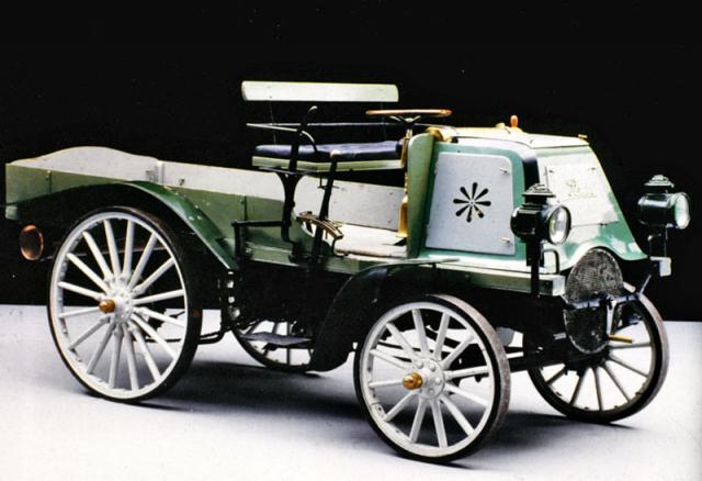 Dřevěný obdélníkový rám vozu Daimler 1898 klasické koncepce