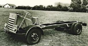 Ocelový obdélníkový rám prvního nákladního automobilu DAFA30