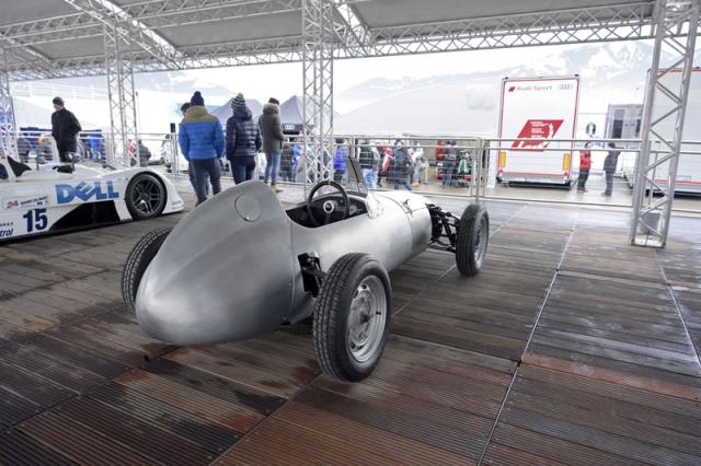 Vedle sebe v Zell am See stojí zbrusu nové závodní speciály a vzácné historické stroje