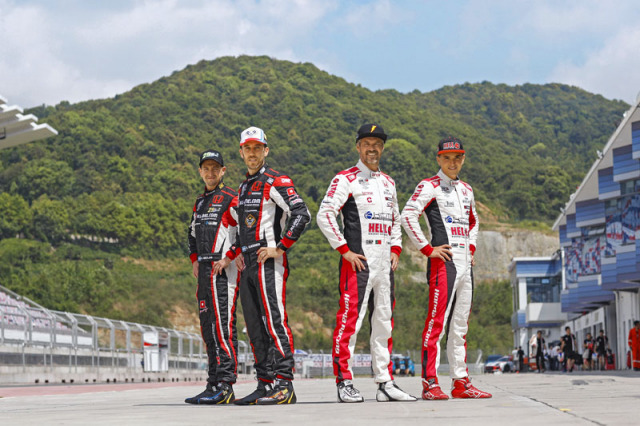 Hvězdná sestava týmů s podporou Honda Racing: zleva Nestor Girolami, Esteban Guerrieri, Tiago Monteiro aAttila Tassi