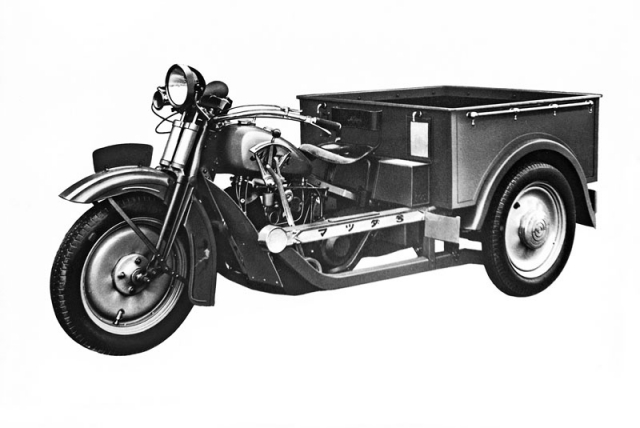 Sériovou produkci vozidel Mazda zahájily v roce 1931 nákladní tříkolky motocyklového typu