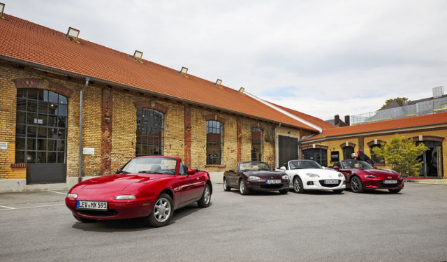 Mazda MX-5 se od roku 1989 ve svých čtyřech generacích stala nejoblíbenějším roadsterem světa, v roce 2017 její prodej přesáhl jeden milion kusů