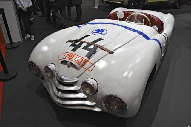 Škoda Tudor Sport 1100 (1949) posádky Bobek/Netušil, která startovala ve 24h Le Mans 1950, byla zárukou přitažení zájmu diváků