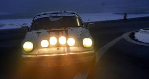 Flotilu Porsche charakterizuje  také toto  kupé 911 (1979)