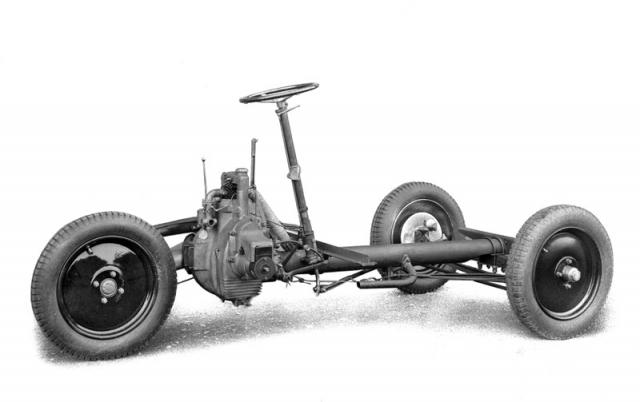 Podvozek užitkové verze tříkolky Tatra 49 s volantem uprostřed