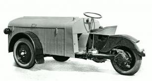 Základní provedení skříňové verze tříkolky mělo jen sedadlo řidiče