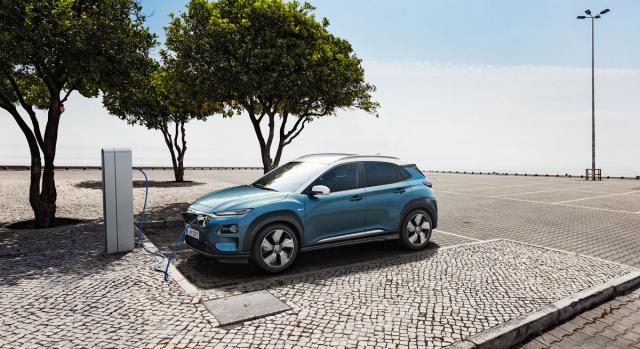 Hyundai Kona Electric umí pracovat snabíjecím výkonem až 100kW. Na 80 % kapacity nabije akumulátor za 54minut
