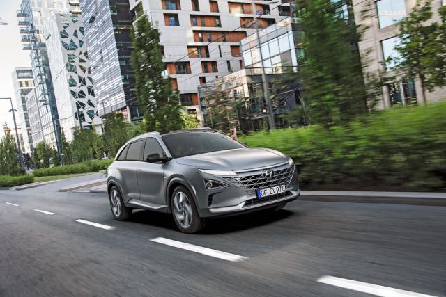 """Ve druhé polovině roku seHyundai Nexo začne jako první """"vodíkový"""" osobní automobil prodávat i v ČR"""
