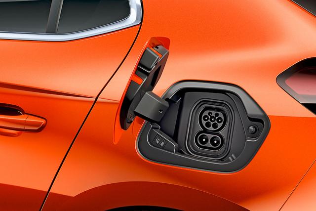 Opel Corsa-e používá v Evropě nejrozšířenější konektor CCS Combi. Elektrickou Corsu lze nabíjet výkonem až 100 kW