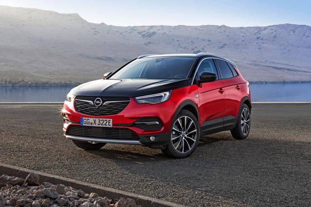 Opel grandland x hybrid4 – 300 koní a 4x4