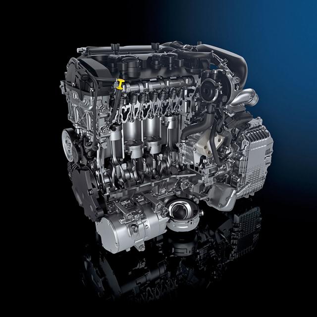 Základem plug-in hybridního systému PSA je osvědčený zážehový čtyřválec 1.6 PureTech v kombinaci s převodovkou e-EAT8