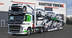 Volvo FM 460 LNG H230 spřívěsem a nástavbou pro přepravu osmi osobních automobilů