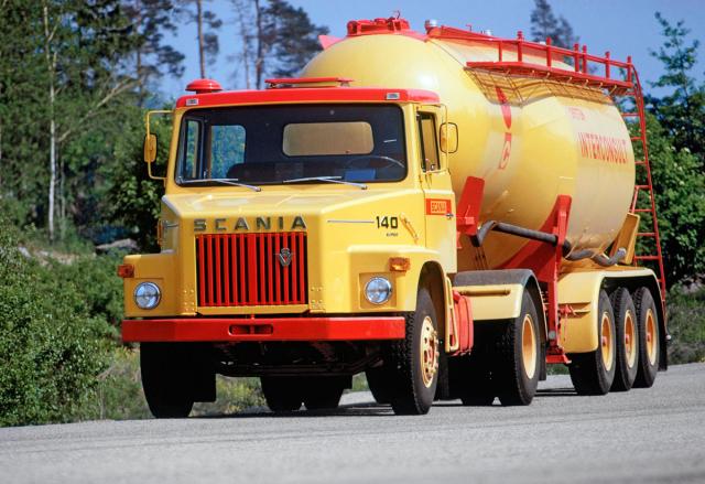 Kapotová Scania LB140 (1969) s motorem V8 14,2 l, 257kW (350 k) a1250 N.m