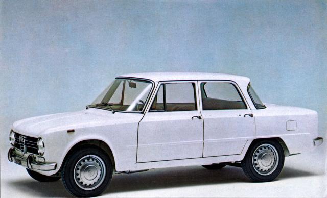 Alfa Romeo Giulia 1300 TI, rychlý sedan s dvouvačkovým čtyřválcem ze šedesátých let (1965 – 1967)