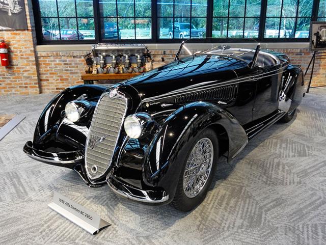 Alfa Romeo 8C 2900, osmiválec 2,9 litru DOHC, se zakázkovou karoserií Spider by Touring (1939)