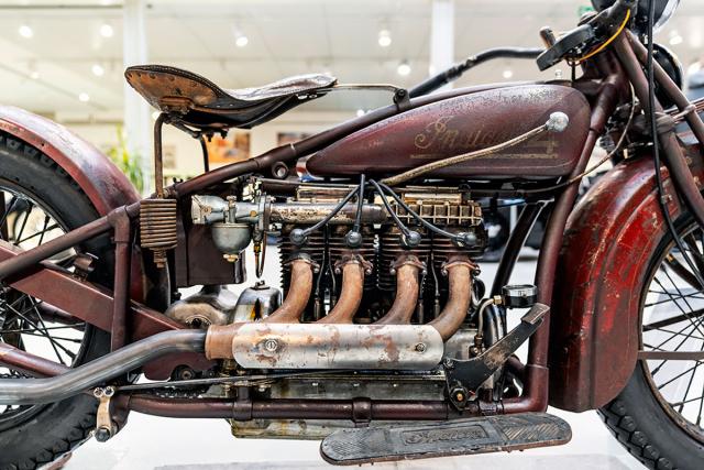 Pokud chcete získat dobrou představu o vývoji motocyklů Indian, Veteran Arena představuje kolekci dvou a čtyřválcových modelů, povětšinou v původních stavech
