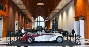 """Louwmanovo muzeum v Haagu uspořádalo ke stoletému výročí značky na přelomu roku vynikající výstavu sedmnácti vozů z let 1923– 1966 pod mottem: """"Existují automobily, dobré automobily avynikající automobily – Alvis bezpochybně patří do poslední kategorie"""""""