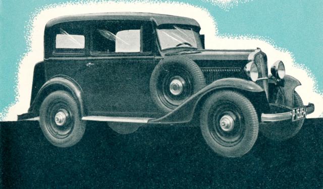 """Junior z roku 1934 s novými předními blatníky a""""kufrem"""" na zádi"""