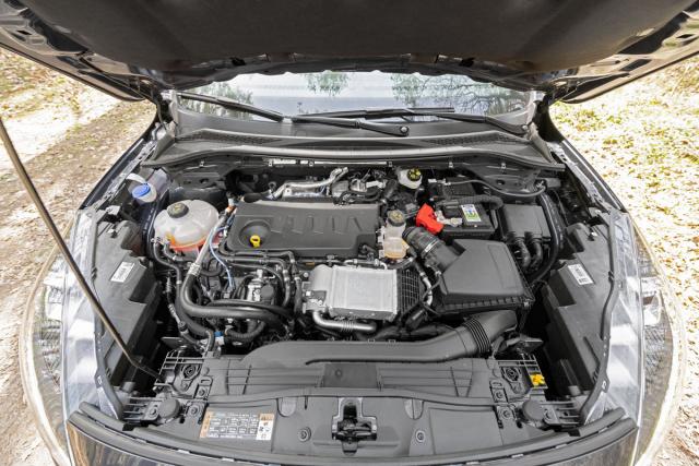 Moderní vznětový čtyřválec 2.0 EcoBlue je doplněn mild hybridním systémem s dodatečným startér-generátorem o výkonu 11,5 kW
