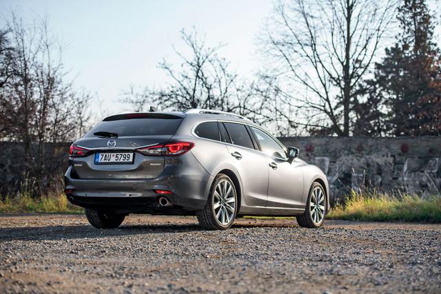 Kombi Mazda 6 je kratší než sedan, při jízdě je obratnější a má zavazadlový prostor sobjemem 522 litrů