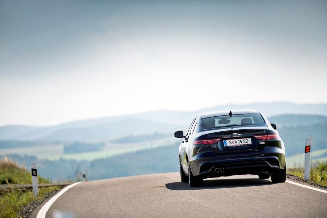 Modernizace změnila tvar zadních skupinových svítilen, automobil stále sází na klasickou eleganci