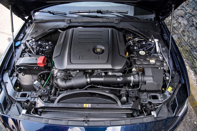 Podélně uložené čtyřválce pocházejí ve všech případech z rodiny motorů Ingenium