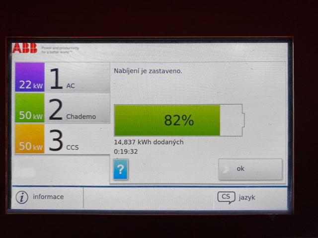 Nabíječky ABB společnosti ČEZ na konci každého dobíjení ukáží, kolik během nabíjení dodaly do vozu energie. Nabíjení se zahajuje pomocí nabíjecí karty ChargeNow