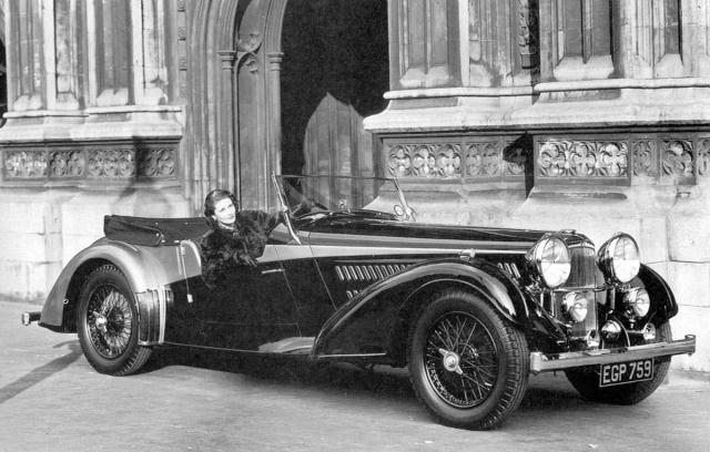 Z karosářského období Vanden Plas – otevřený Alvis 4,3 Litre z roku 1937