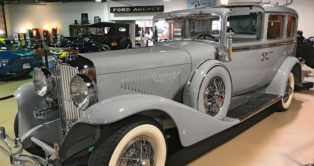Duesenberg J Town Car (1932) s karosérií designéra Geralda Kirchhoffa byl absolutně nejdražším automobilem, jaký Duesenberg postavil. Stál 25 000 dolarů (byl 50x dražší než běžný automobil), což bylo v době vrcholící krize neslýchané. Koupila jej dědička hodinářského impéria E. Ingraham, hraběnka Anna Ingrahamová