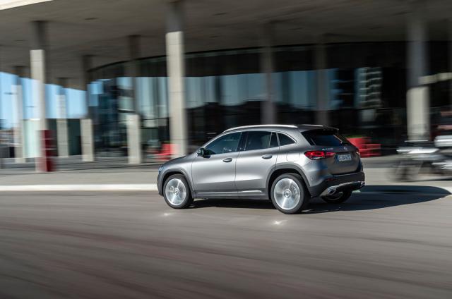 Nová třída GLA vhodně doplňuje nabídku modelů Mercedes-Benz tříd A a B
