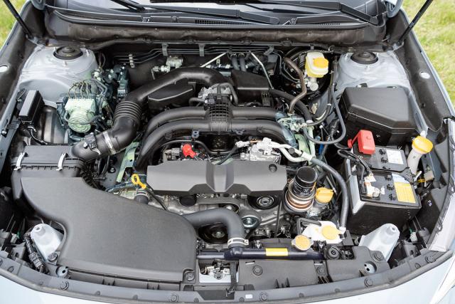 Plochý čtyřválec 2,5 litru kombinovaný sbezestupňovou převodovkou nabízí dva jízdní režimy: standardní a sportovní