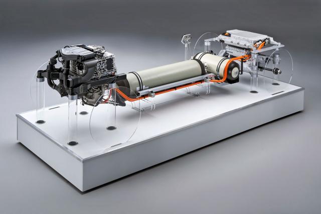 Uspořádání hlavních komponent prototypu budoucího vodíkového BMW X5. Vpředu je palivový článek apod ním výkonová elektronika, uprostřed vodíkové nádrže avzadu akumulátor s elektromotorem