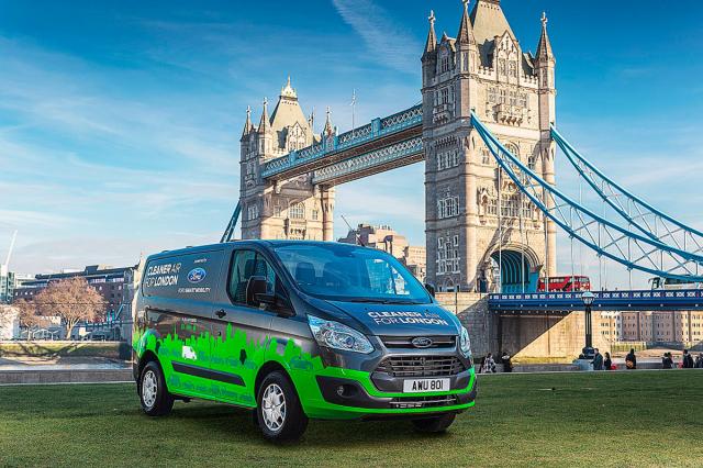 Transit Custom pHEV – London Tower Bridge