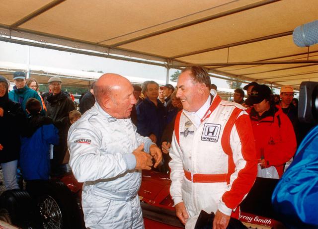 Stirling Moss a Jack Brabham, trojnásobný mistr světa F1, na Festivalu rychlosti 1998 vGoodwoodu