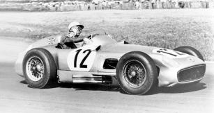 Stirling Moss (Mercedes-Benz W196) si jede pro své první vítězství formule 1 (Aintree 1955)