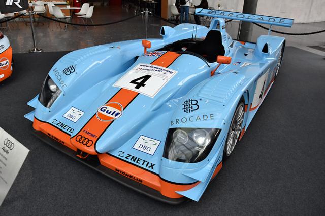 Jediné Audi R8 získalo barvy Gulf (2000) poté, co uzavřelo roční sezónu v továrním týmu. V letech 2000 a 2001 bylo úspěšné v americké i evropské Le Mans Series