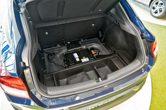 Akumulátor mild-hybridních verzí je pod podlahou zavazadlového prostoru